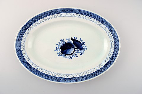 Oval Tranquebar dish by Royal Copenhagen / Aluminia. Decoration number 11/928.