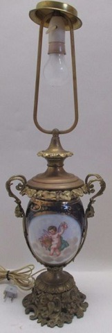 French table lamp, 19th century. With bronze mounting.