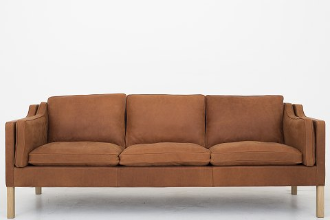 Børge Mogensen / Fredericia Furniture BM 2213 - 3 seater sofa, reupholstered in Dunes Cognac leather and with oak frame. Availability: 6-8 weeks