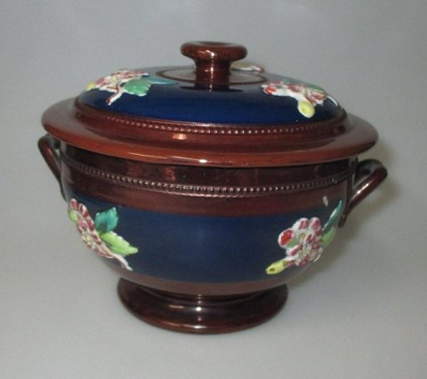 English luster tureen with lid, 19th century.