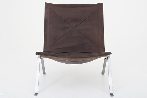 Poul Kjærholm / E. Kold Christensen PK 22 - Easy chair w. original patinated leather 1 pc. in stock Original condition Shown in KLASSIK Flagship Store - Bredgade 3, 1260 KBH. K.