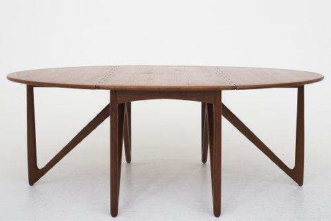 "Niels Koefoed / Koefoeds Møbelfabrik ""Gateleg"" dining table (model 304) in teak. Frame with six sculpturally shaped V-leg 1 pc. in stock Renovated Location: KLASSIK Flagship Store - Bredgade 3, 1260 KBH. K."