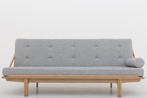 Poul Volther / KLASSIK Copenhagen Daybed in oak, upholstered with Hallingdal 65 (code 116) and natural leather Availability: 6-8 weeks We can offer upholstery of this daybed in fabric or leather of your choice. Please contact us for more information. Poul Volther's daybed from 1959 is the first piece of furniture that has been put into production by KLASSIK in collaboration with Poul Volther's