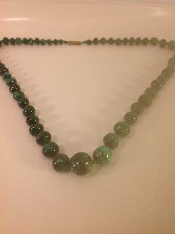 Necklace with malachite. Malakit beads in progress. Length: 56 cm Pearl diameter from ø: 5 mm to Ø 15.8 mm. Contact tel +4586983424
