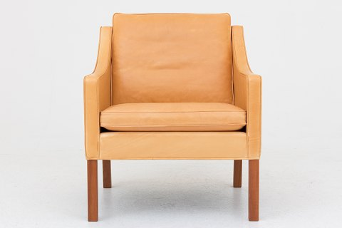 Børge Mogensen / Fredericia Furniture BM 2207 - Armchair in patinated natural leather and legs in mahogany 1 pc. in stock Original condition Location: KLASSIK Flagship Store - Bredgade 3, 1260 KBH. K.