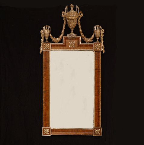 A large Louis XVI mirror richly carved. Denmark circa 1780. Size: 123x62cm
