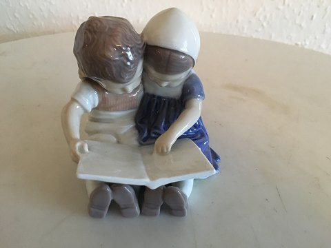 Figurine No. 1567 Reading children