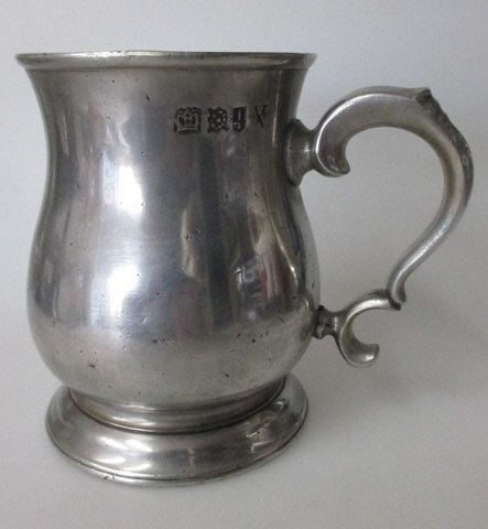 English pewter mug, 19th century.