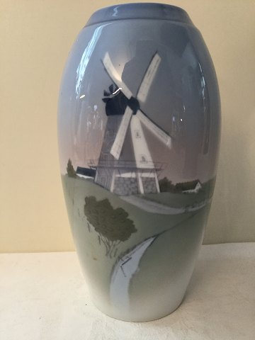 Bing & Grondahl No. 1302/6251 Vase with wind turbine. Height 18.5 cm. 1st sort in good condition.