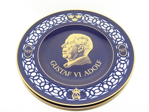 Bing & Grondahl Large dark blue plates with Swedish kings