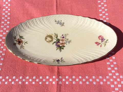 Royal Copenhagen: Frisenborg. Small dish No. 1689, measure 24x12.5 cm. 1st sort in good condition