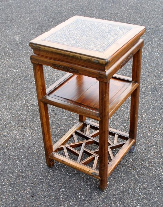 Chinese table 19./20. Century. Polished wood