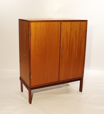 Tall cabinet in light mahogany, model M40, by Henning Jensen and Torben Waleur for Munch Denmark, from the 1960s. 5000m2 udstilling.