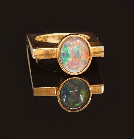 E. G. Micheelsen, Sønderborg, Denmark: Ring in 14kt gold with opal. Ringsize: 49