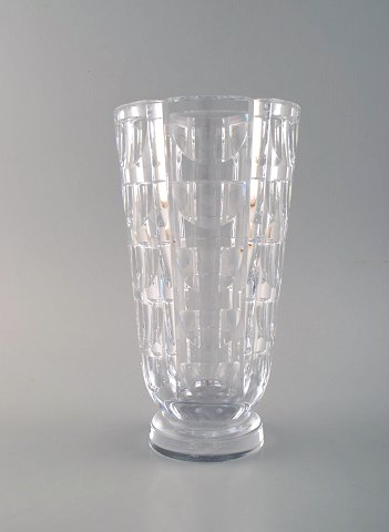 "SIMON GATE for Orrefors, ""Tusen fönster"" : ""Thousand windows"" art deco vase in satin-cut clear art glass. 1950's."