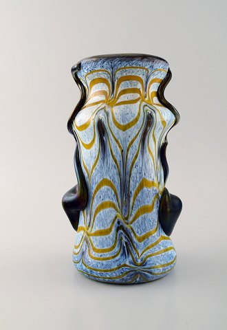 VETRERIA MAESTRI MURANESI / MURANO. Glass vase in favrile hand painted, mouth blown art glass. Art noveau style. Ca. 1960.
