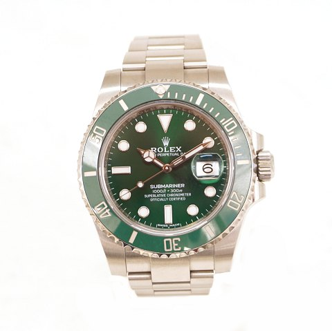 Rolex Hulk 116610LV with box and papers. Sold 16.02.2017. Ref. 116610LV. D: 40mm