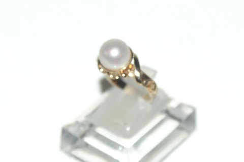 Gold ring ladies with white pearl 14 carat gold