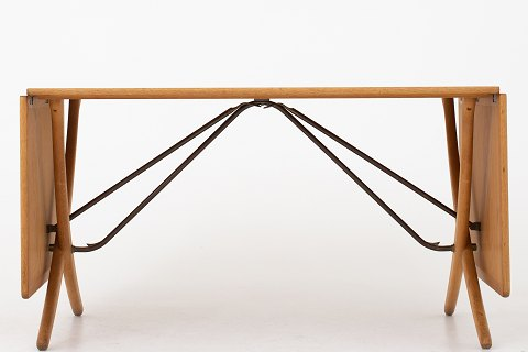Hans J. Wegner / Andreas Tuck AT 304 - Sabre legged dining table in patinated oak w. hangers in brass. 1 pc. in stock Good condition Location: KLASSIK Flagship Store - Bredgade 3, 1260 KBH. K.