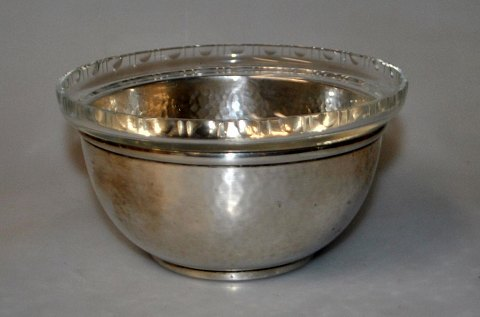 Danish hammered art deco silver bowl with glass insert, 1925.